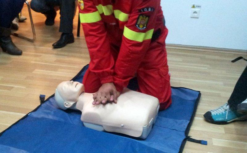 Elevii din Cluj învaţă cum să acorde primul ajutor. LISTA școlilor participante