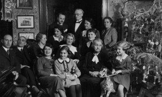 Familii de vază din Cluj, lângă brad, în 1935