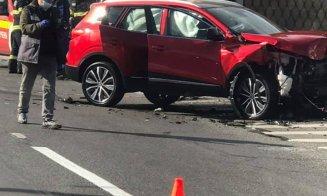 Accident cu trei mașini pe Muncii. Una s-a răsturnat