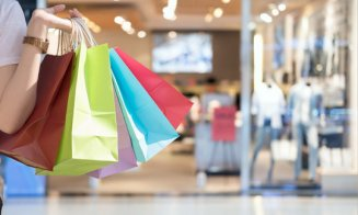 Liber în mall-uri și hoteluri! Obligația prezentării certificatului COVID lipsește din Hotărârea Guvernului
